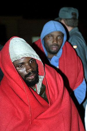 Uno de los inmigrantes llegados en las últimas semanas al puerto de Motril. (Foto: EFE)
