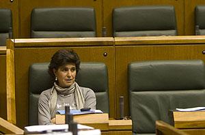 María San Gil, en su escaño del parlamento vasco. (Foto: Pablo Viñas)