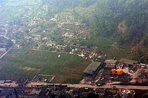 En esta imagen aérea se pueden ver los daños causados en uno de los pueblos afectados por el terremoto. (Foto: AP)