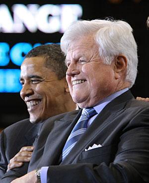 Edward Kenedy, junto a Obama. (Foto: AFP)