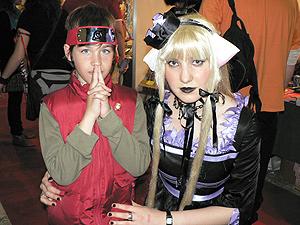 Christian Alabau luce la bandana de Naruto junto a Carmen Herráez, la versión en carne y hueso de Freyas.