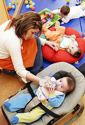 Bebés en una guardería.