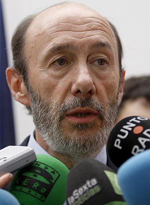 Rubalcaba, durante su conparecencia ante los medios. (Foto: EFE). Vea el vídeo