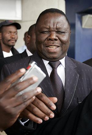 El líder opositor, Morgan Tsvangirai, a su llegada. (Foto: REUTERS)