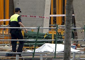 Cuatro personas han muerto en el accidente ocurrido en las obras del estadio. (Foto: EFE)