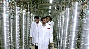 El presidente iraní, Mahmoud Ahmadinejad, visita la planta de Natanz el pasado abril. (Foto: Gobierno de Irán | REUTERS)