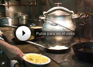 Vea cómo se cocina en Casa Lucio. (Vídeo: David Domínguez)