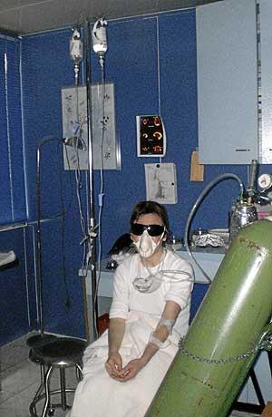 La paciente valenciana, en una sesión terapéutica en Dallas. (Foto: EL MUNDO)