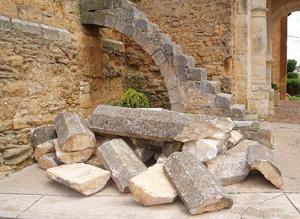 Estado del atrio de la iglesia de Villameriel, en Palencia.