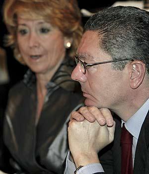 Gallardón, junto a Aguirre, durante un desayuno informativo reciente. (Foto: EFE)