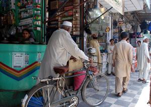 Los comerciantes de Peshawar tendrán que cerrar a las 21.00 por obligación. (Foto: M. B.)