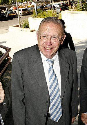 Luis María Huete a su llegada a la Audiencia Provincial. (Foto: EFE/José Huesca)