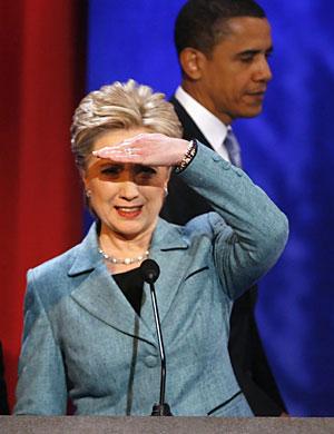 Clinton y Obama, durante un debate celebrado en abril. (Foto: REUTERS)