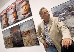 Torres, ante parte de su obra. (Foto: EFE)