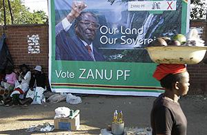 Imagen de archivo de unas mujeres que venden productos en Harare. (Foto: AP)