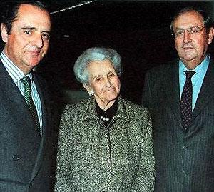 Carmen Delgado Roses acompañada de sus dos hijos varones (Foto: Banca March)