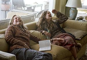Fotograma de la película 'Margot y la boda', de Noah Baumbach, interpretada por Nicole Kidman y Jennifer Jason Leigh.