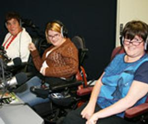 Programa de radio presentado por Niki Portland, Annie Guest, Suzanne McGreevy y Mary Albury. (Foto: University of Southern Queensland).