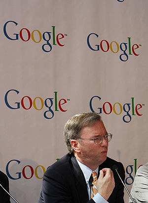 Eric Schmidt, durante una rueda de prensa. (Foto: AFP)