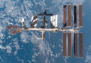 Imagen de la ISS en febrero de 2008. (Foto: Wikipedia Commons)