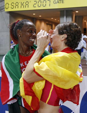 Mayte Martínez celebra la medalla de bronce en el Mundial de Osaka. (Foto: AFP)