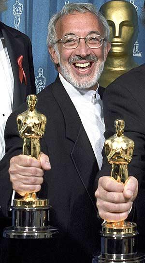Con su Oscar por 'Jurassic Park' en 1993. (Foto: REUTERS)