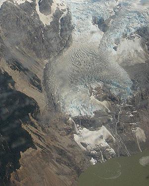 Vista aérea del lugar donde desapareció el lago Cachet-2, que ha vuelto a llenarse. (Foto: Diego Sáinz)