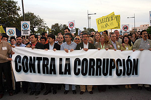 Manifestación en contra de la trama de corrupción urbanística en Marbella. (Foto: Antonio Pastor)