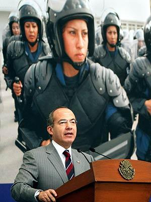El presidente de México, Felipe Calderón, durante la inauguración de un centro policial en la capital. (Foto: EFE)