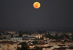 La ciudad de Sderot, bañanada por la luz de la luna. (Foto: AP)