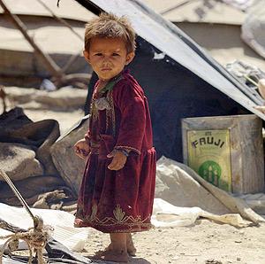 Un niño afgano en un campo de refugiados de Kabul. (Foto: EFE)
