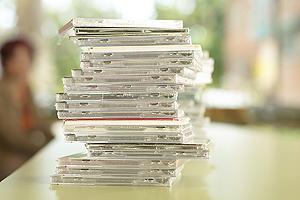 Una torre de discos compactos. (Foto: Júpiter)