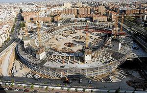 Las obras del nuevo Mestalla, paralizadas tras el accidente en el que murieron cuatro trabajadores. (Foto: José Cuéllar)