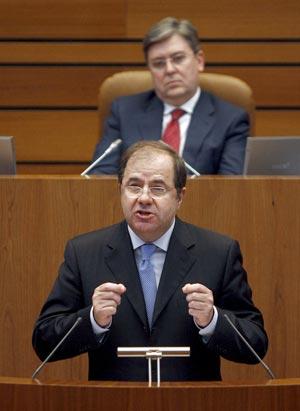 El presidente de la Junta de Castilla y León, Juan Vicente Herrera, durante su intervención en el quinto debate sobre el estado de la Comunidad, que hoy ha comenzado en las Cortes de Castilla y León. EFE