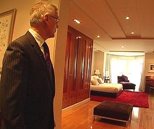 Rodríguez, en uno de los amplios dormitorios.