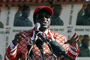 El presidente de Zimbabue, Robert Mugabe, en el mitin de cierre de campaña en Chitungwiza. (Foto: AP)