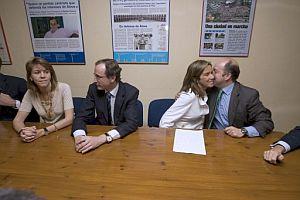 María Dolores de Cospedal (i), esta mañana en una reunión del PP vasco. (Foto: EFE)