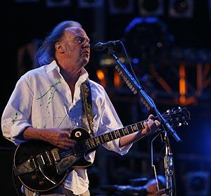 Neil Young, durante su actuación en la primera noche de Rock in Rio. (Foto: Sergio González)