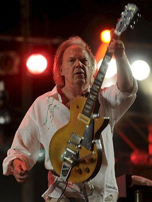 Neil Young, durante su actuación. (Foto: EFE)