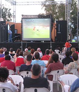 El Ayuntamiento de Marratxí fue el único consistorio en instalar una pantalla gigante para ver las semifinales.