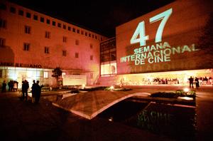 Fiesta de inauguración de la Seminci en la edición de 2002 celebrada en el Museo Patio Herreriano. (Foto: CARLOS ESPESO)