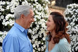 Mario Vargas Llosa y Aitana Sanchez Gijon, estrenan 'Las Mil y una Noches'. (Foto: Sergio Enriquez)