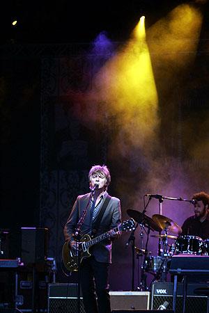Crowded House, durante el concierto. (Foto: Javi Martínez)