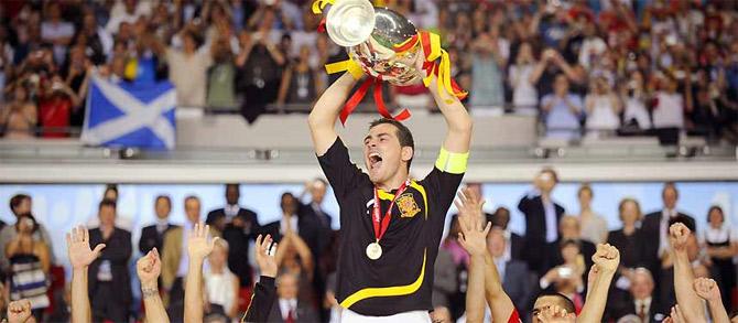 Casillas celebra el éxito de la selección. (Foto: EFE)