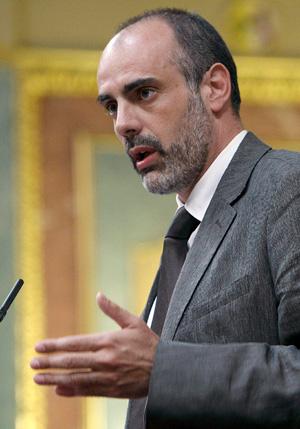 Joan Ridao ha sido el encargado de anunciar la propuesta parlamentaria contra Telecinco. (Foto: EFE)