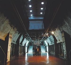 Interior de la embarcación de la Fura dels Baus conocida como el 'Naumon'. (Foto: Quique García)