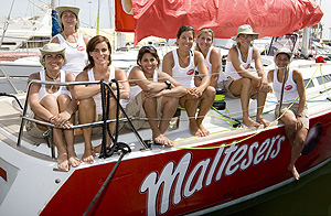 Las ocho tripulantes del Maltesers Sailing Team (Foto: Nico Martínez)
