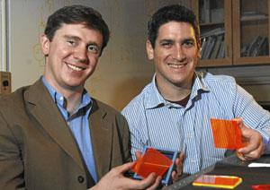 Los creadores de las ventanas solares, Marc Baldo y Shalom Goffri. (Foto: SCIENCE)