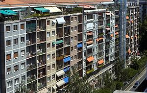 Imagen del edificio donde se encuentra la casa en la que residirá De Juana. (Foto: Justy)