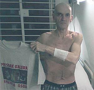 El terrorista etarra, en su anterior huelga de hambre, en el Hospital 12 de Octubre, donde permanecía ingresado. (Foto: EL MUNDO)